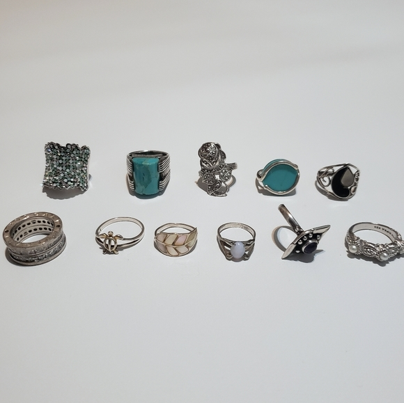 LOT OF .925 SILVER RINGS.
